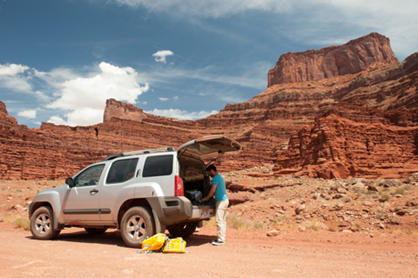Luis unloads along Shafer Canyon Road on the way into Canyonlands. © Ryan Hetzel